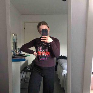 Fin tröja från kenzo i storlek xs, som har blivit för liten för mig. Köpte den för 2500kr och Säljer så billigt för att vill bli av med den!💓💓