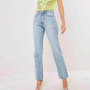 Säljer dessa SJUKT snygga jeans. Kan frakta. Aldrig använda, prislapp kvar🤩 pga har två par av byxorna