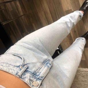 Bekvämaste, perfekta jeansen som tyvärr är för stora för mig. Supersmickrande (snygg form) på de som har 38 🌹 50 kr frakt, eller mötas upp i Gbg!