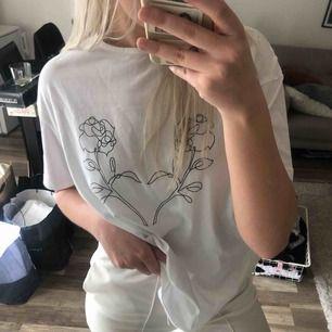 Oanvänd t-shirt med lappen kvar, kommer tyvärr inte till användning 🌹 50 kr frakt