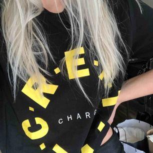 Oanvänd t-shirt från Bershkas herravdelning, märkt XS men mer som en S-M! 🌹50 kr frakt