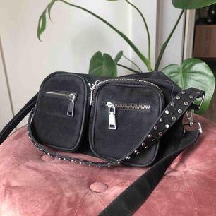 Väska i jättebra skick, används tyvärr inte lika ofta längre. Perfekt storlek! 🌹 50 kr frakt