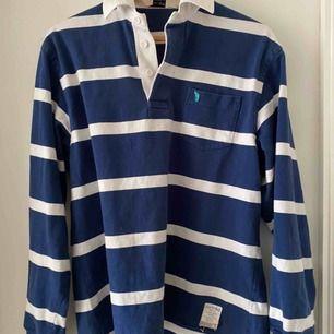 Hej! Säljer min favorit vintage pikè tröja som jag köpte från Humana Second Hand! Säljer pga behov av pengar :(