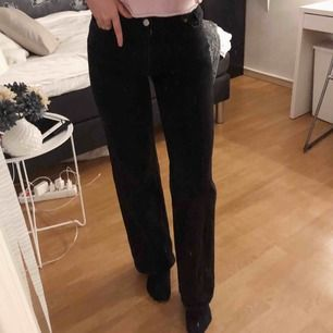 Högmidjade jeans med vida ben, använda fåtal gånger. Köparen står för frakten!💕