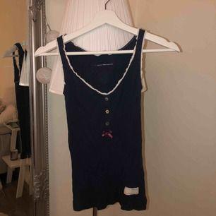 Marinblått linne från Odd Molly! Exklusive frakt💖