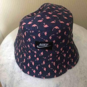Jätte snygg bucket hat köpt på Bali :) pris kan diskuteras