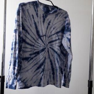 En hippie-vibe tröja i storlek M. Passar 2 storlekar ner (xs , s) och passar En stolek upp (L). Frakten blir 50kr