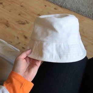 En buckethat som jag inte får någon användning av. Använd en gång.