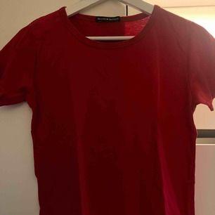 röd t shirt från brandy melville, stl S, säljer för 50kr