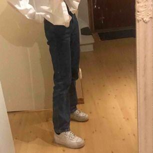 jeans i modellen voyage från weekday, köpta här på Plick men fick inte så mkt användning av dom! frakt ingår ✌🏼✌🏼
