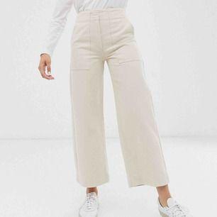 skit snygga jeans ifrån Asos som tyvärr blivit för små för mig, slutsåld i dom flesta storlekarna. Frakt ingår ❤️