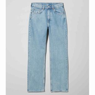 Voyage jeans ifrån weekday i pen blue, säljs då som blivit för små. Frakten ingår ❤️
