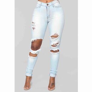 Väldigt snygga jeans från Fashion Nova i storlek 1! Helt nya! Köparen står för frakten men kan även mötas upp i Uppsala, Knivsta eller Sigtuna. Tveka inte att fråga mig om något! 😽