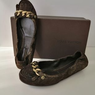 New with box, 100%authentic, size 36.5, real size 37, insole 24cm, Leather, color brown