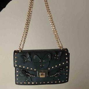 väska som inte säljs längre, knappt använd, superfint skick! mitt pris 250, frakt 63, köparen står för frakt