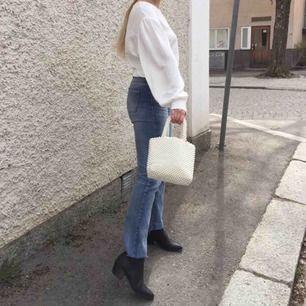 Levi's jeans i storlek 36, fint skick! Kan skicka flera bilder samt mått vid intresse. Fri och spårbar frakt.
