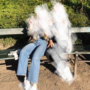 Vida Jeans från Gina tricot! För referens har jag vanligtvis ca 25/30 i byxor.