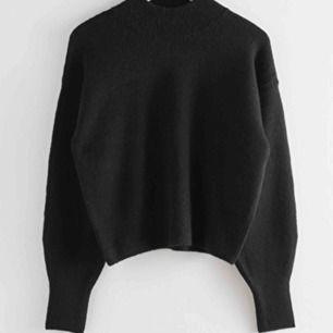 Fin svart tröja från otherstories! Skickar bild på eftertfrågan :)