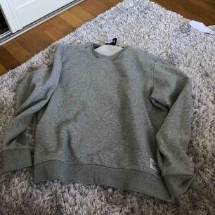 Grå sweatshirt strl. M