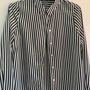 en suuuuperfin och mysig blus/skjorta. storlek XS men passar även S!!!