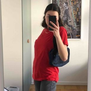 Asfin röd t-shirt från carlings! Superbra skick, som oanvänd!❤️