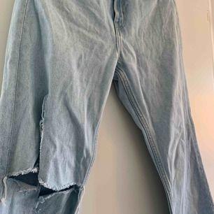 de snyggaste jeansen till våren. lite kortare i modellen men SUPERSNYGGA till höga skor och en fet hoodie. nypris 500kr