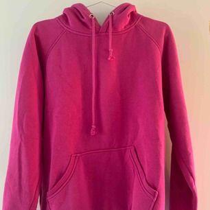finaste hoodien i finaste färgen. passar till så mycket och så fint med lite färg!!!