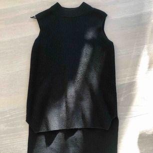 Cos klänning/ tröja utan ärmar