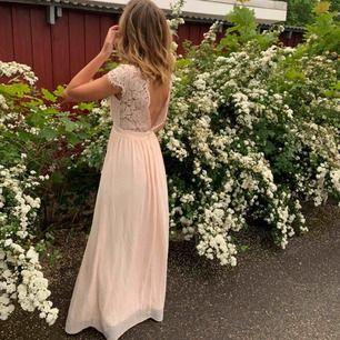 Säljer min superfina balklänning från moments new york!!🥰🥰Klänningen köptes på bubbleroom förra våren och är lite uppsydd längst ned. Skulle säga att den passar 36-38🌟🌟möts upp i Sthlm eller fraktar:)
