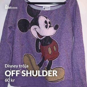 Jätte fin lila of shulder tröja, köpt på Disney world orlando 💞 köparen står för frakten 🚚