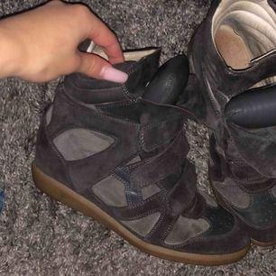 Säljer mina as snygga isabel marant skor! Storlek 39 men passar även mig med 38! Frakt inräknat i priset (spårbarfrakt)!💕💗💞
