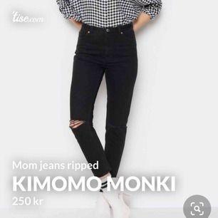 Monki Kimomo ripped mom jeans storlek 27