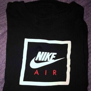 Nike t-shirt använd några gånger köparen betalar frakten.