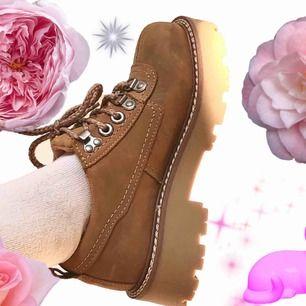 🍒HIGHWAY🍒 Bääästa Platform HIGHWAY skorna🥰 Riktiga drömmar till skor. Tyvärr för små för mig. Strl: 37. Passar utmärkt till precis alla våroutfits. Frakt tillkommer. Puss o K🍒