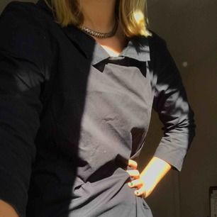 Cool klänning från cos i rak modell som mamma köpte för ett tag sedan. Tyvärr är den för liten för henne och för stor för mig, men passar för både unga som gamla! Köparen står för frakt, men möts helst upp :)