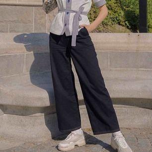 Vida kostymbyxor från Zara i marinblått. Storlek xs. Säljer för jag hade velat ha de lite längre, jag är 173cm. Frakt kostar 59