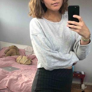 Grå croppad sweater från zara!! 🐘70kr +frakt!🐘