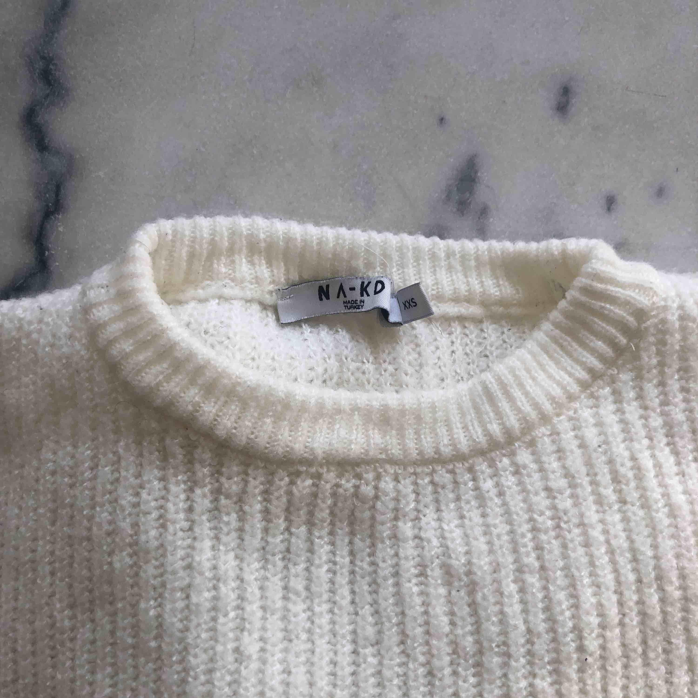 Fin vit tröja från nakd- har likande så säljer denna!🍓. Tröjor & Koftor.
