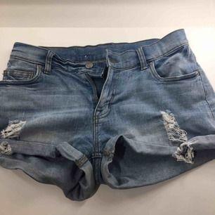 Shorts från Monki storlek 36 i nytt skick.