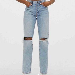 Jätte fina raka jeans från hm liknar de raka jeansen från zara💖 storlek 36 passar 25/26 i midjan