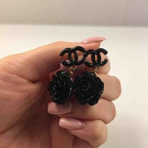 Chanel liknande vintage örhängen  Aldrig använda