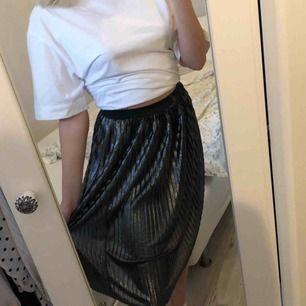 Metallic kjol i storlek Small