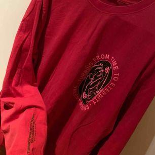 skitsnygg tröja från Carlings som max är använd 2 ggr så helt som ny. kan skicka fler bilder. möts i kalmar eller så står köpare för frakt