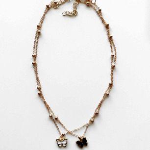 2 stycken guldfärgade halsband med en fjäril, 80kr/styck! Frakt:11kr 🦋