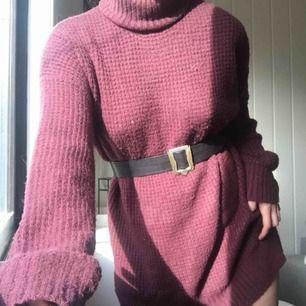 En tjock höstklänning i fint skick från Linn Ahlborg's kollektion med NA KD. Storlek 36.  399kr, fri samt spårbar frakt. Skärpet följer ej med.