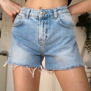 helt nya shorts från bik bok som är skitsnygga! kan mötas i malmö eller skicka på post 60kr (jag är 179cm och brukar ha 26 i jeans)