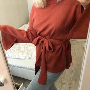 Superfin tröja från Lindex med slits på ärmarna och sidorna