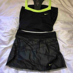Snyggt träningsset från Nike i large, med passform till även small. Pm för fler bilder💜