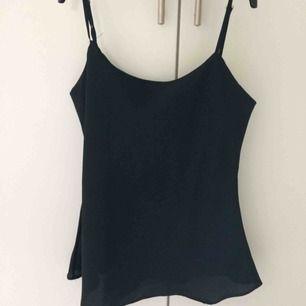 Svart linne i silkestyg från H&M. Funkar både till vardags och om man vill klä upp sig