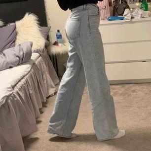 Monks jeans i storlek 28. Använda få gånger.